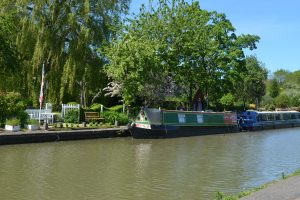 The nearby Grand Union Canal offers wonderful evening strolls