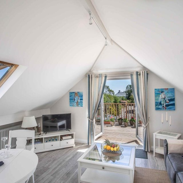 Treetops is a light and bright self-catering apartment